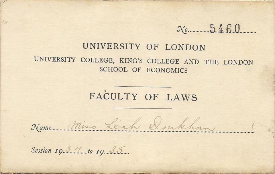 תלמידה ב University of London 001 (1)